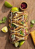 Tacos mit Entenconfit und Mango