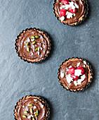Vegan chocolate pudding tarts