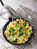 Spaetzle pan with potatoes and broccoli
