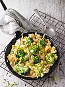 Spätzle-Pfanne mit Kartoffeln und Broccoli