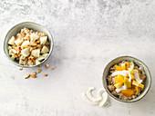 Kokos-Porridge mit Obstsalat, Lebkuchen-Birnen-Porridge