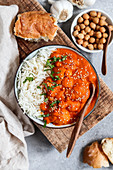 Indian coconut-cauliflower curry with chickpeas (vegan)