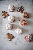 Lebkuchenmänner und kleine Pound Cakes