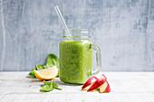 Evergreen - Grüner Smoothie mit Spinat, Apfel und Avocado