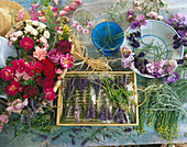 Scented flowers and aromas: Lavender, roses, vetches, lavender cotton and carnations