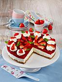Erdbeerlimes-Frischkäsetorte