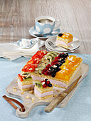 Cheesecake slices with fruit