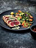 Thunfisch-Tataki 'Magura' mit Japanese-Green-Grapefruit-Salat