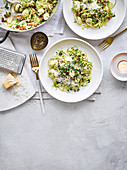 Gnocchi mit Senf, Wurst und Rosenkohl