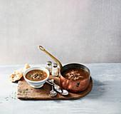Ochsenschwanzsuppe mit Baguette