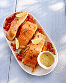 Steamed salmon with carrots and leek