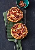 Apfel-Gallettes mit Honig und Pecannüssen