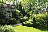 Formaler Garten mit Formschnitt-Gehölzen