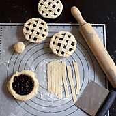 Cutie pies with blueberries and cherries, unbaked (USA)