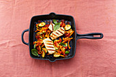 Vegetable pan with halloumi