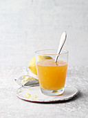 Abnehmkur aus Apfelessig, Zitronensaft, Honig und Gewürzen