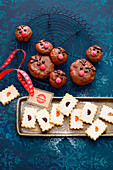 Small reindeer gingerbread and square spitzbuben