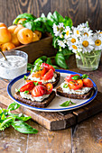 Apricot bruschettas with cottage cheese and thyme