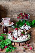 Chocolate meringues with raspberries