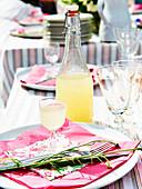 Cocktail-Sirup aus Holunder, Ingwer und Zitrusfrüchten