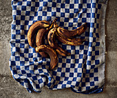 Brown bananas on a kitchen towel