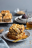 Oatmeal pie with figs