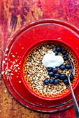 Yoghurt muesli with blueberries