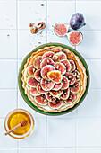 Fig tart with honey