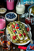 Green pancakes with quark and fruits