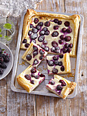 Fast blackberry and blueberry cake