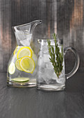 Flavoured Water mit Rosmarin und Zitrone