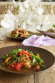Fisch-Stirfry mit Gemüse (Thailand)