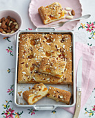 Apricot tray cake with almonds