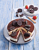Non-baked cheesecake with cocoa cookies