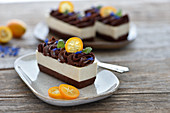 Raw vegan chocolate-orange-nougat tartlets