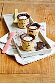 Chocolate Chip Cookie Shots mit Pannacotta-Füllung