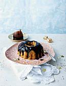 Christstollen-Pudding mit Schokosauce