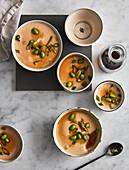 Chawanmushi - gedämpfte Eigericht mit Sojasauce, Dashi, Fischflocken und Mirin