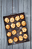 Walnut cookies with apples