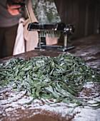 Making green tagliatelle