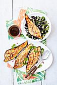 Tamarinden-Aubergine mit schwarzem Reis, Minze und Feta