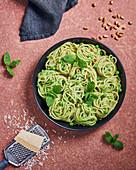 Spaghetti mit Minz-Erbsenpesto