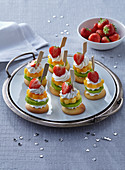 Biscuit canapés with fruits