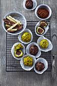 Avocado-Pistazien-Bällchen mit Schokolade