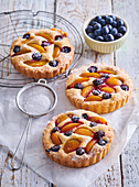 Marzipan tartlets with fruits