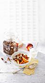 Dattel-Buchweizen-Müsli mit Pekannüssen und Samen