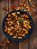 Geröstete, gewürzte Nüsse als Knabberei