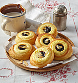 Moravian cakes with custard and damsoncheese
