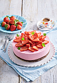 Non-baked strawberry and rhubarb cake