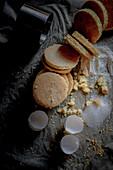 Vanilla biscuit taler